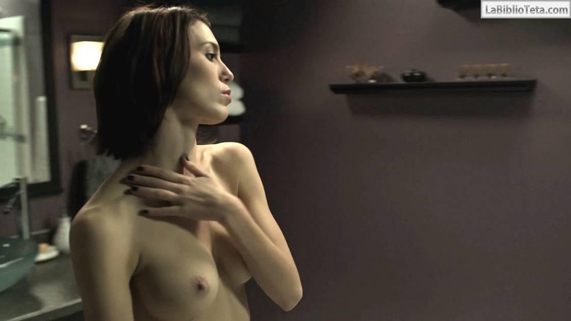 Christy Carelson Romano en el desnudo
