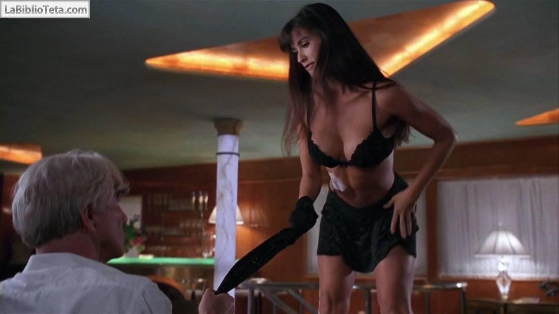 Demi Moore desnuda en Striptease - Canalpornocom