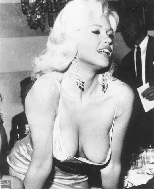Jayne Mansfield Y El Escote Que Eclipsó A Sophia Loren