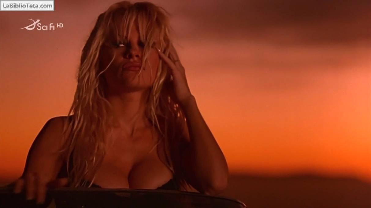 Pamela Anderson se desnuda y no deja nada a la