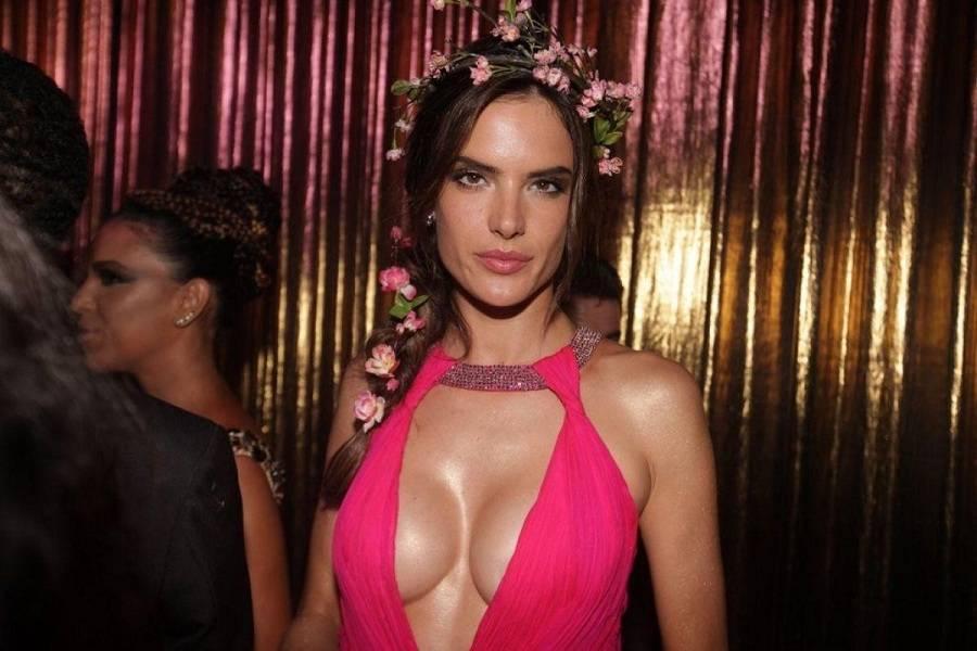 Alessandra Ambrosio - Vogue Carnival 01