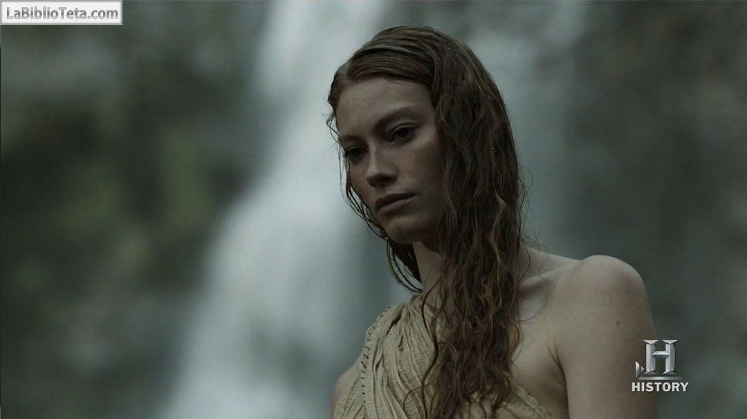 Alyssa Sutherland Desnuda En Vikings 1x09