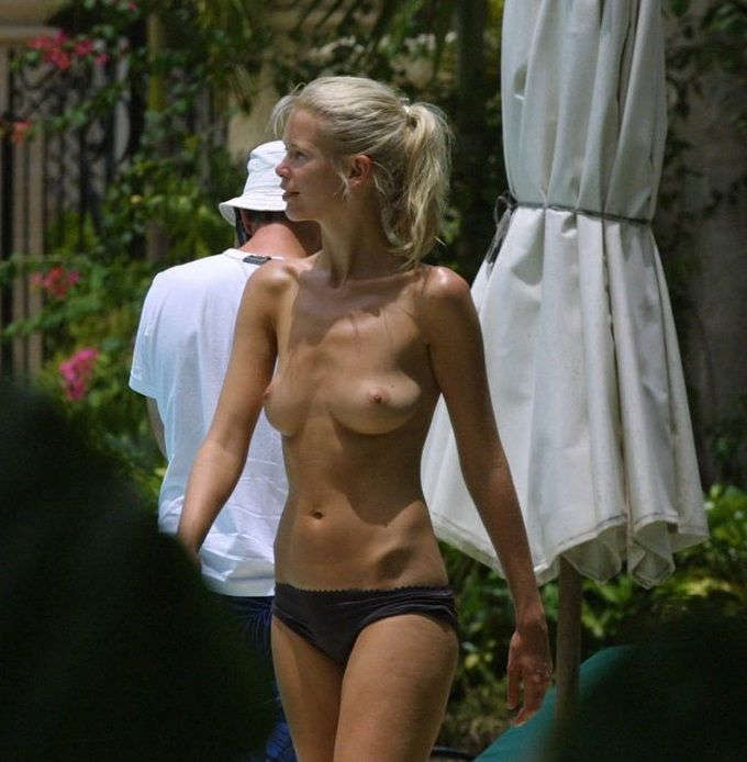 Claudia Schiffer topless 01