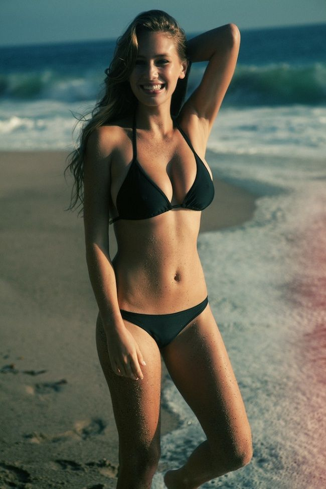 Dylan Penn bikini 01