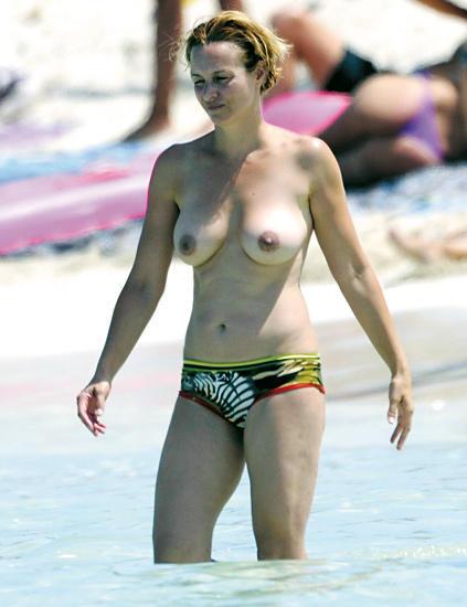 Mar Regueras topless 01