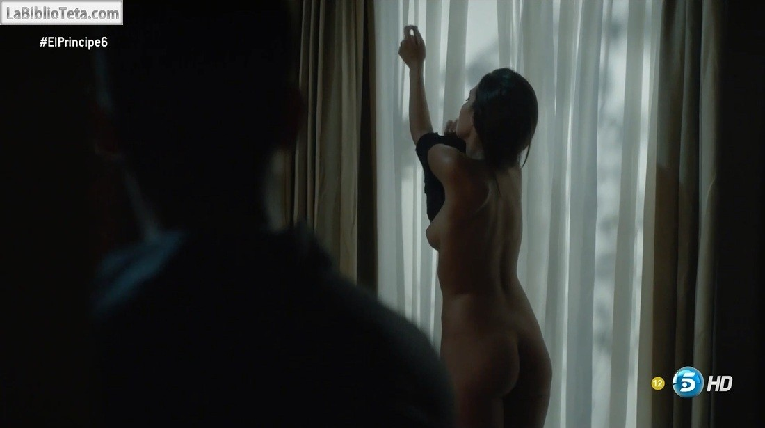 María Guinea Desnuda En El Príncipe 1x06