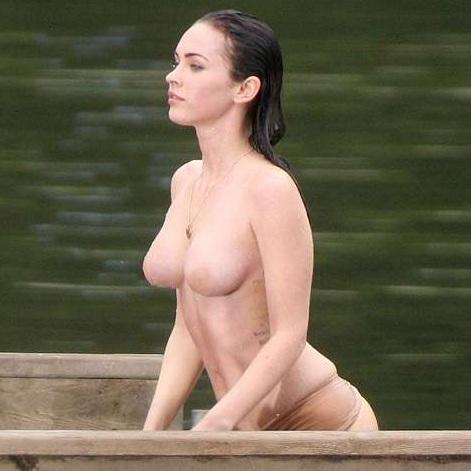 Megan Fox desnuda sus pechos