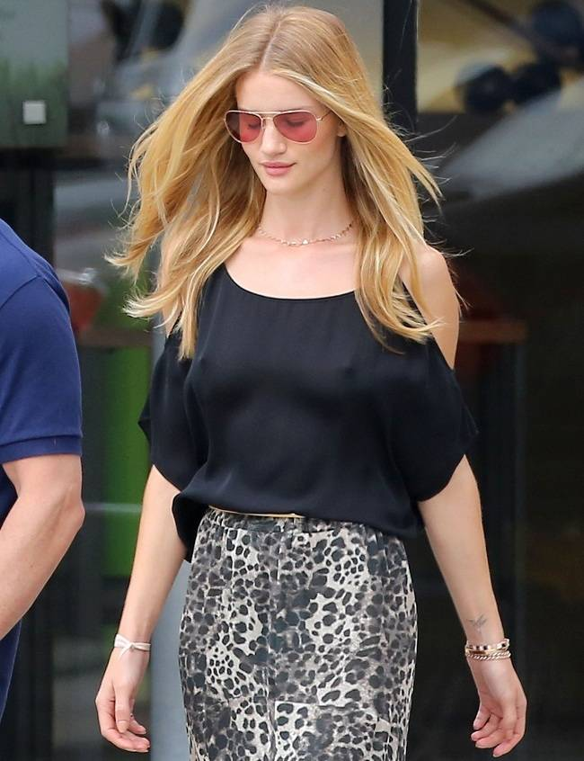 Rosie Huntington-Whiteley pokies Malibu 01