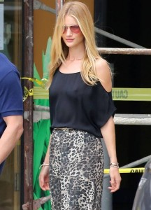 Rosie Huntington-Whiteley pokies Malibu 02