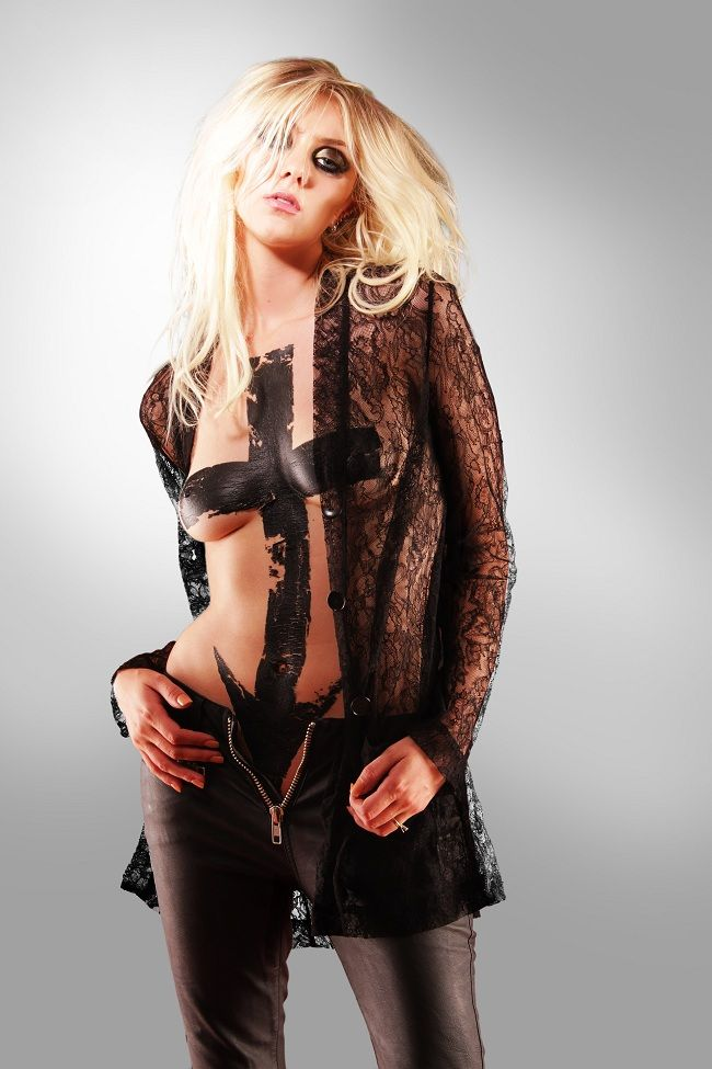 Taylor Momsen - Going To Hell Album 01