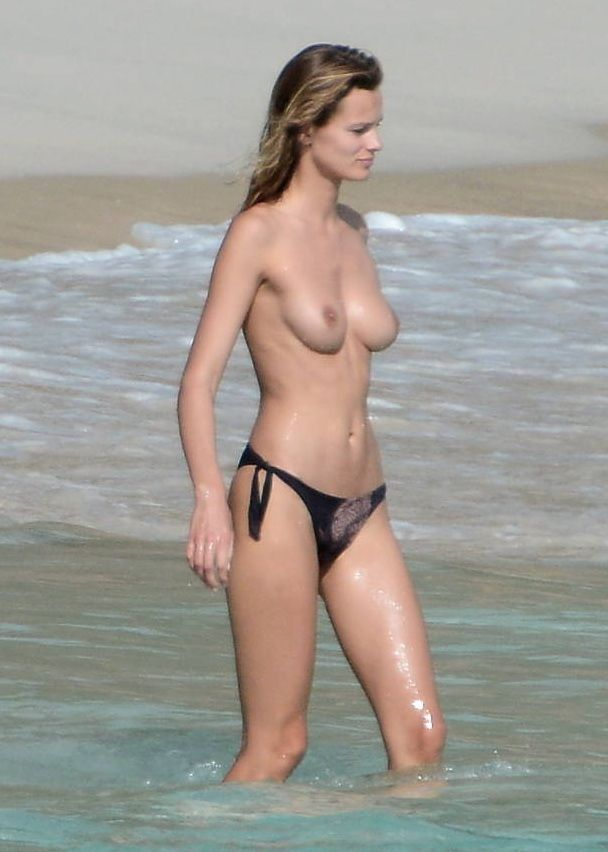 Edita Vilkeviciute en topless