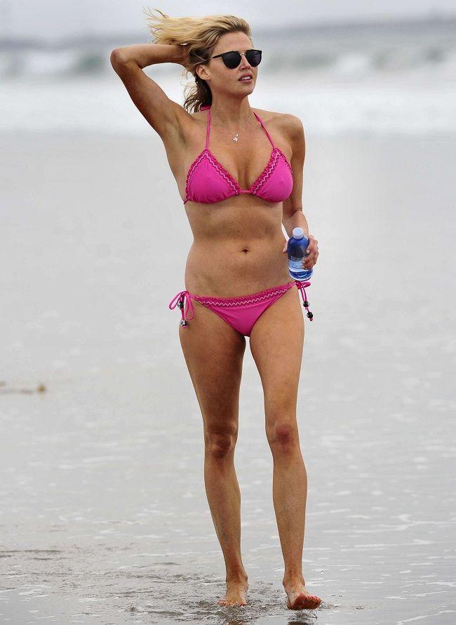 Estella Warren - bikini Manhattan Beach 01