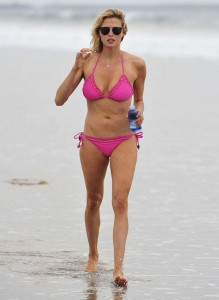 Estella Warren - bikini Manhattan Beach 02