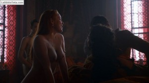 Josephine Gillan y Kristen Gillespie - Game Of Thrones 07