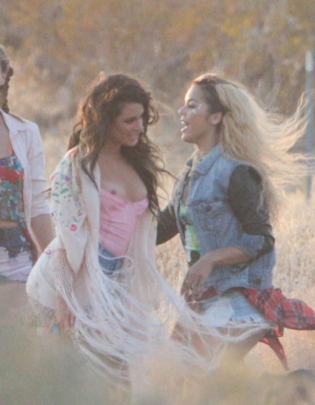 Lea Michele nipple slip 01