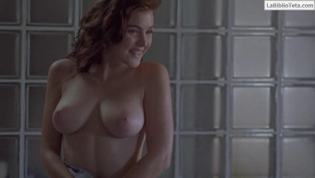 Amigo visitando desnudo en el baño 10