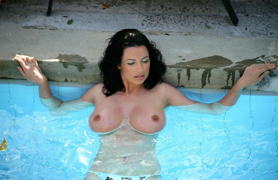 Sophie Howard topless 01