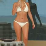Kim Kardashian - bikini Mexico 03