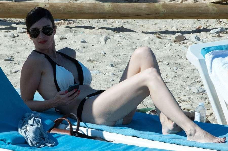 Paz Vega - Ibiza bikini 01