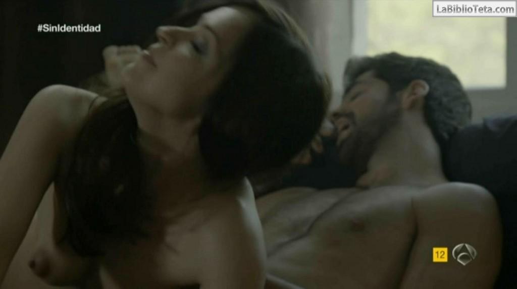 Veronica Sanchez - Sin Identidad 1x06 - 01