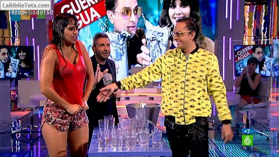Cristina Pedroche - Guerra del agua 01