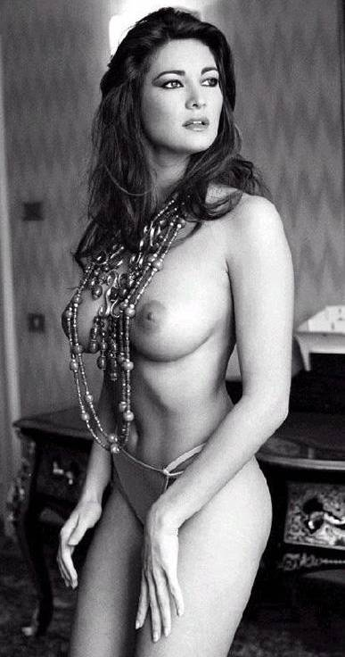 El Espectacular Posado De Manuela Arcuri Desnuda Para Max 1999