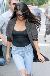 Selena Gomez - Pokies 02