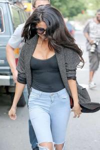 Selena Gomez - Pokies 03