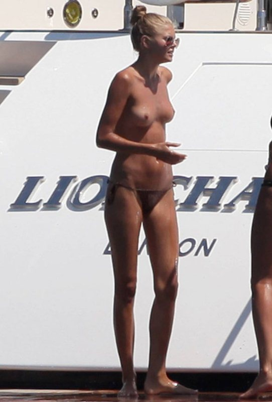 Toni Garrn - topless Ibiza 01
