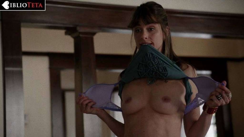 Amanda Peet - Togetherness 1x02 - 01