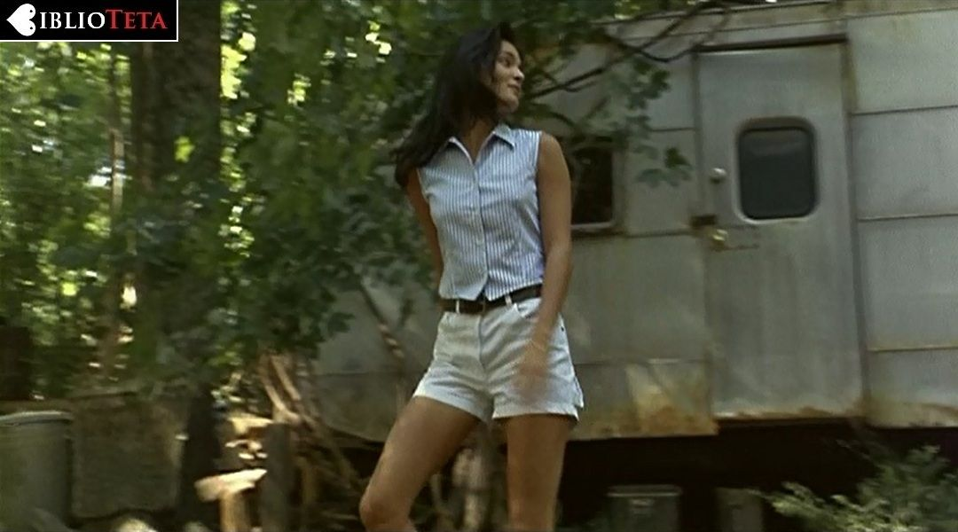 Angie Harmon Desnuda En Inocencia Rebelde 1997