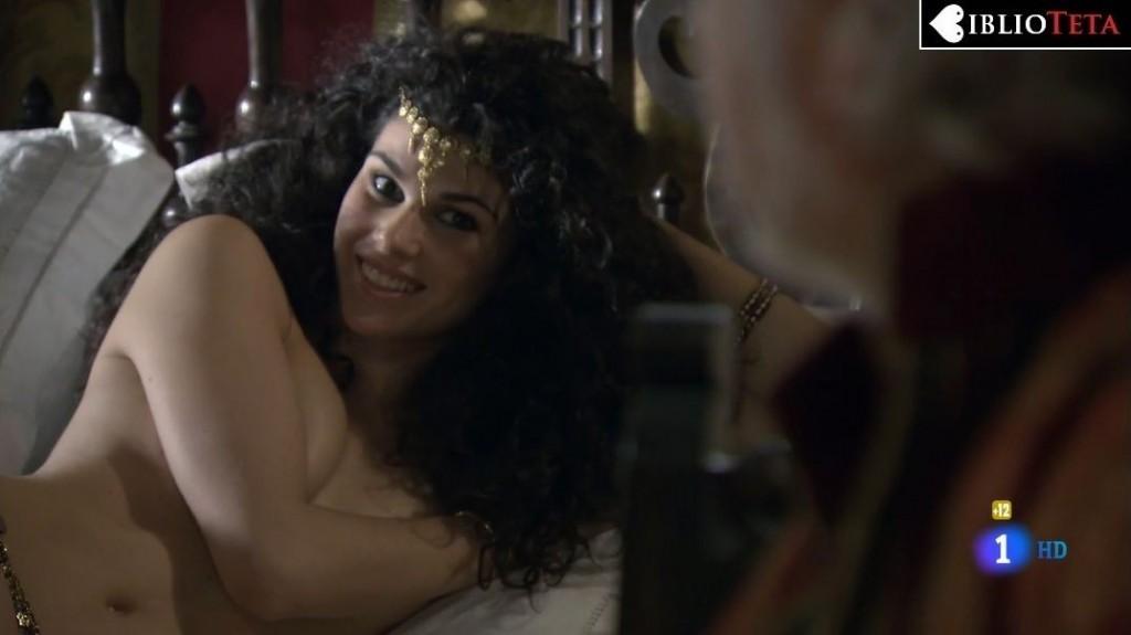 Ariadna Hafez - Aguila Roja 01