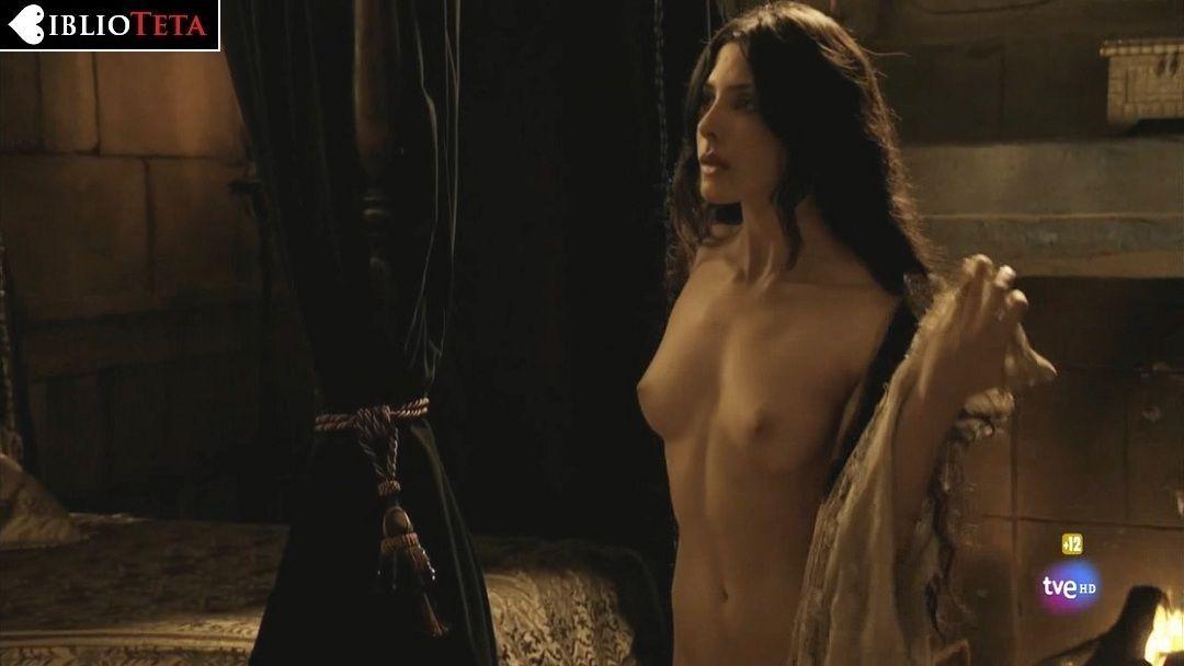 Bárbara Lennie Desnuda En Isabel 1x01