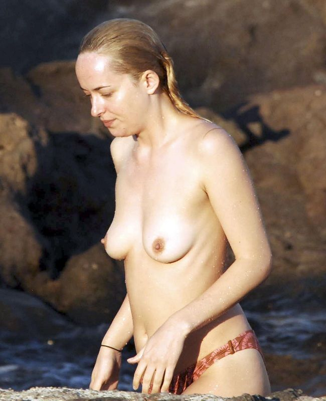 Dakota Johnson Topless Italia 01