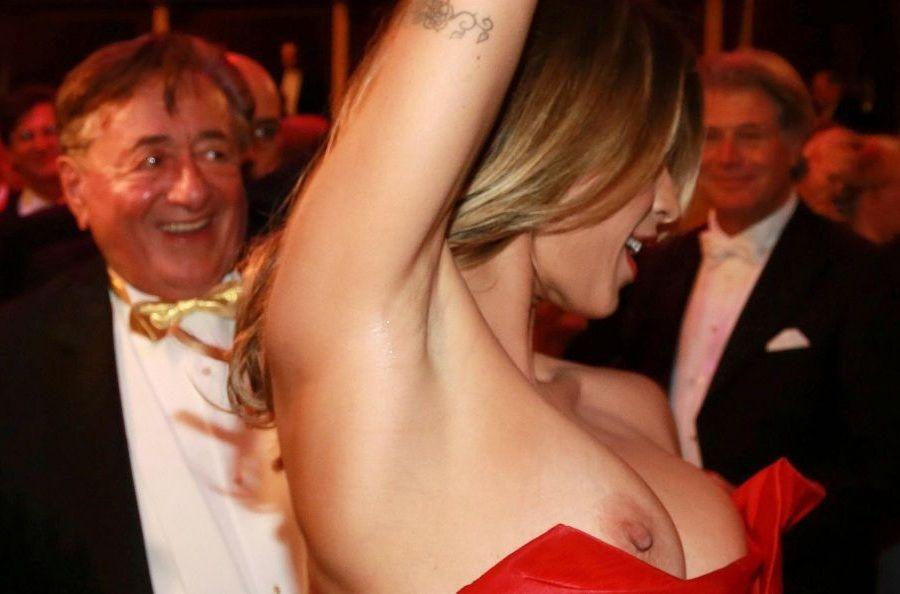 Elisabetta Canalis - Opera malfunction 01