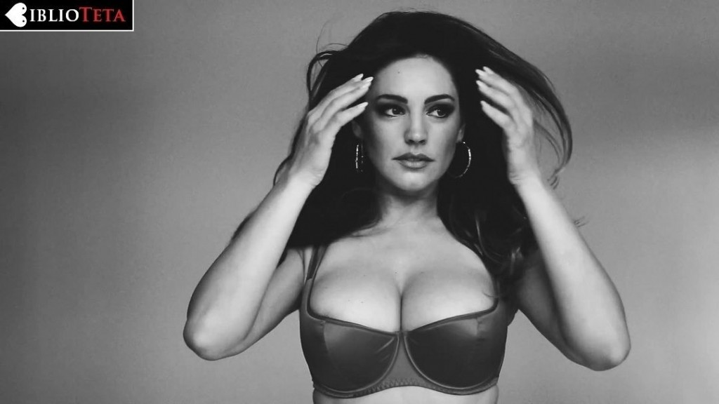 Kelly Brook - 2015 Calendar 01
