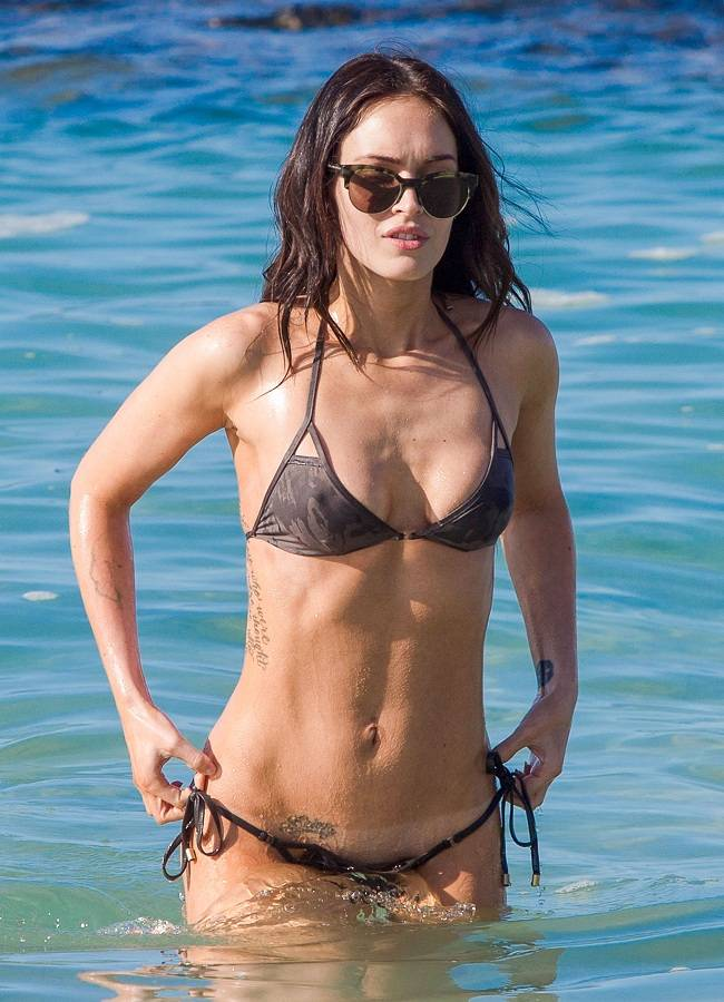 Megan Fox bikini Hawaii 01