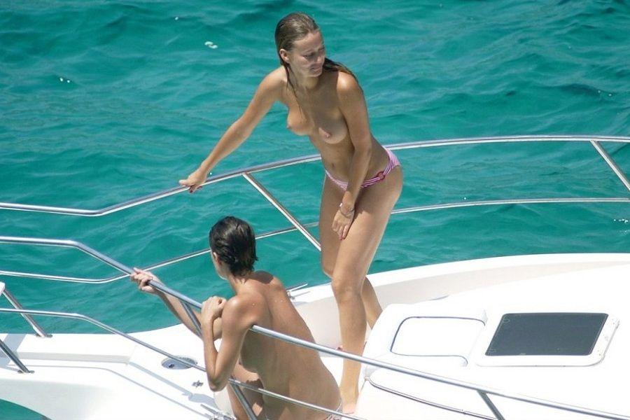 Vanesa Lorenzo topless 01