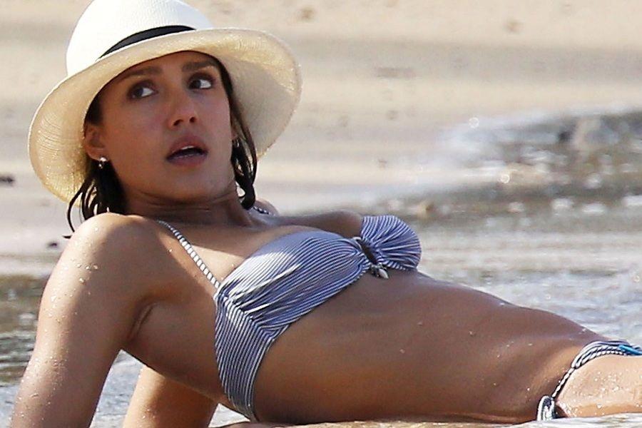 Jessica Alba - Caribe 01