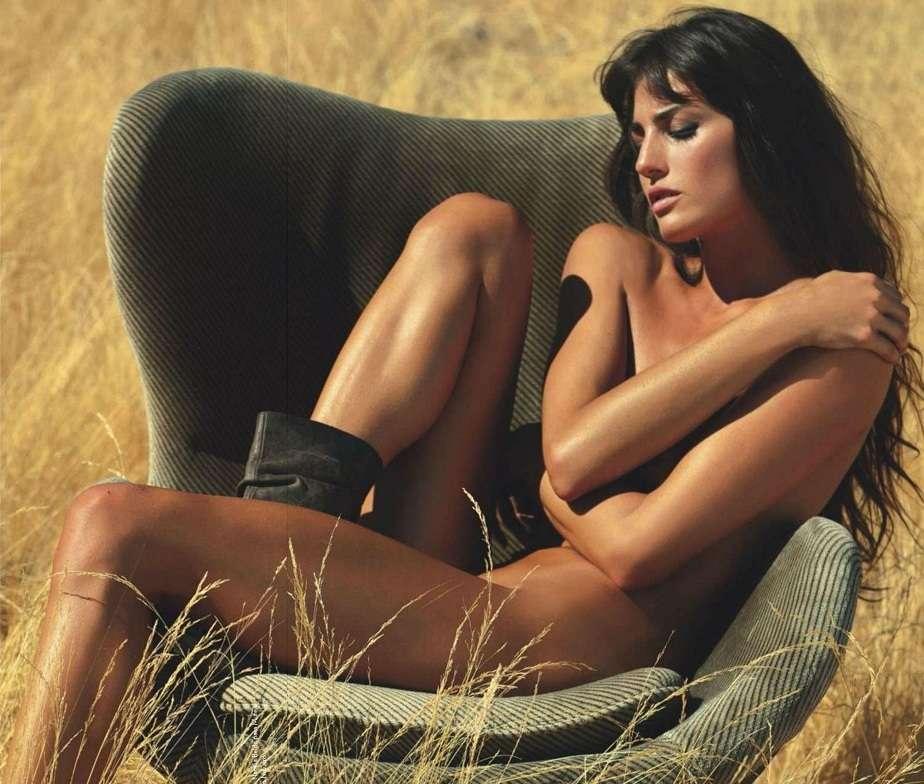 Laura Moure desnuda 01