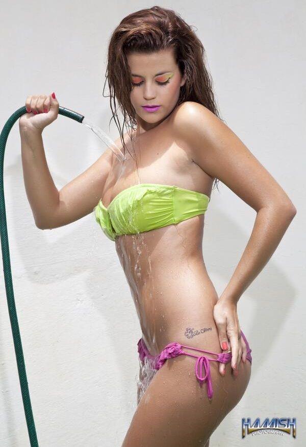 Chicas desnudas sacuden su culo torrent