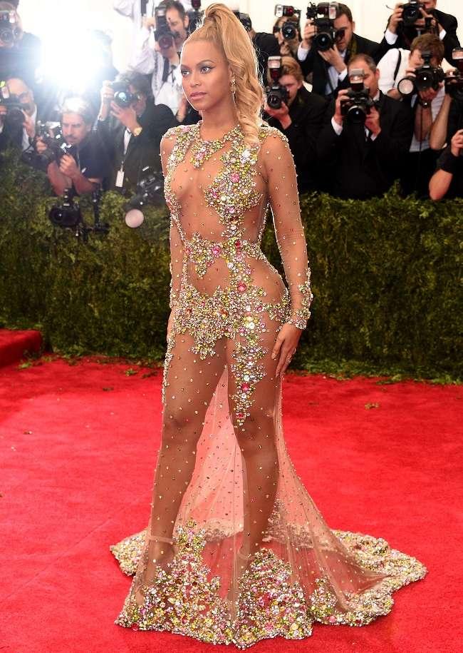 фото звезд в прозрачной одежде без белья