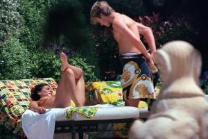 Victoria Beckham topless 02