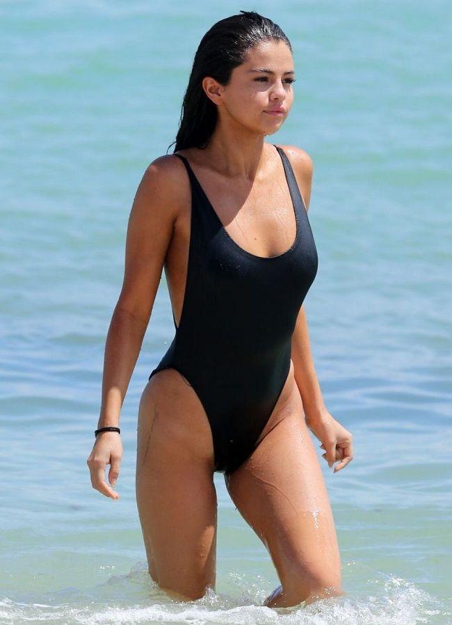Selena Gomez - Miami 01
