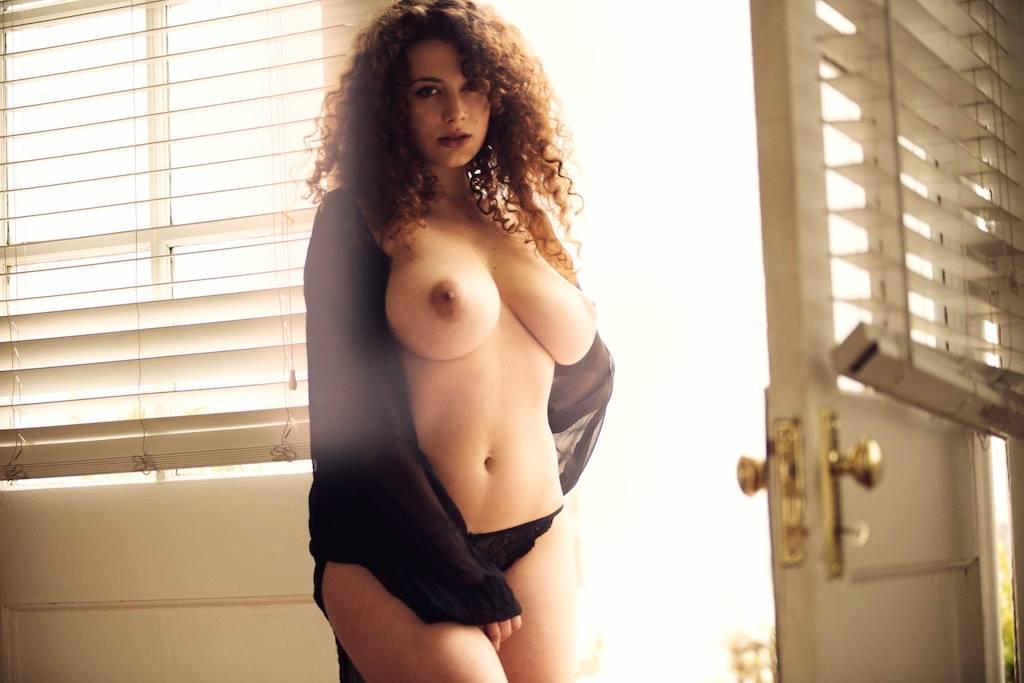 Leila Lowfire La Modelo Que Puso En Jaque A Facebook Con Sus