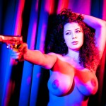 Leila Lowfire, la modelo que puso en jaque a Facebook con sus enormes tetas