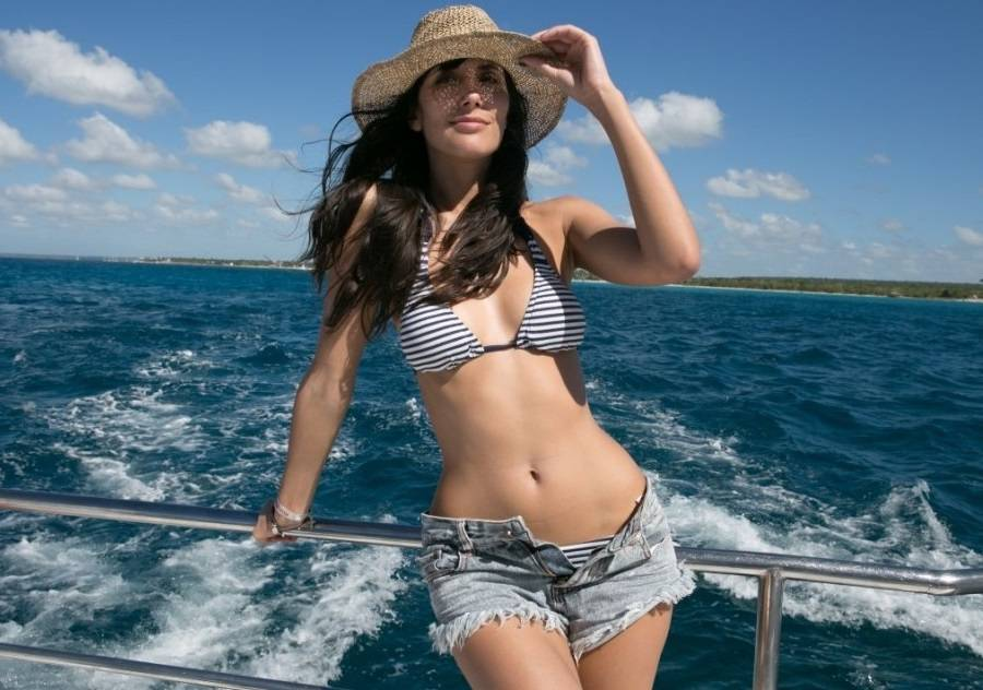Ana Albadalejo bikini 01