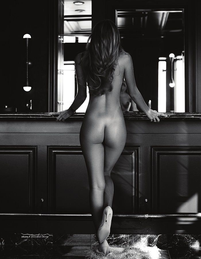 Carmella Rose Posando Desnuda Para Treats Magazine