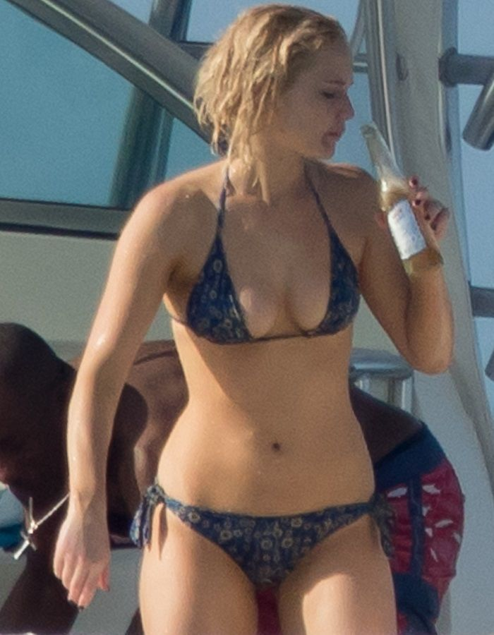 Jennifer Lawrence - Bahamas 01