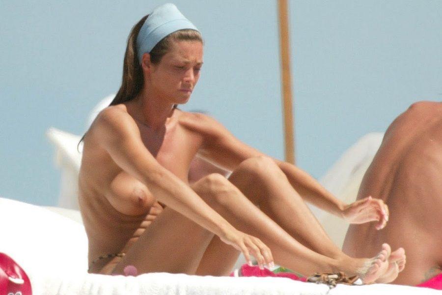 Manuela Arcuri - topless Miami 01